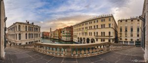 Rialto Bridge over the Grand Canal north side Virtual Reality Tour by Jean-Pierre Lavoie